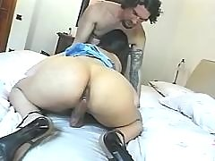 Cute tranny does blowjob and jizzes