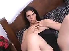 Pretty tranny makes anal on the bed