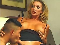 Guy sucks cock of secretary shemale