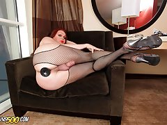 The sexy tranny Wendy Williams has some solo dildo fun in this scene!