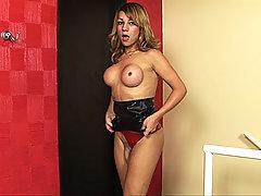 Gorgeous ts hottie in black latex