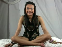 Seductive Thai Tgirl beauty Nhicoleigh teases us with that sultry smile and that delicious ladyboy body. She gets her cock out, reclines on the bed wi